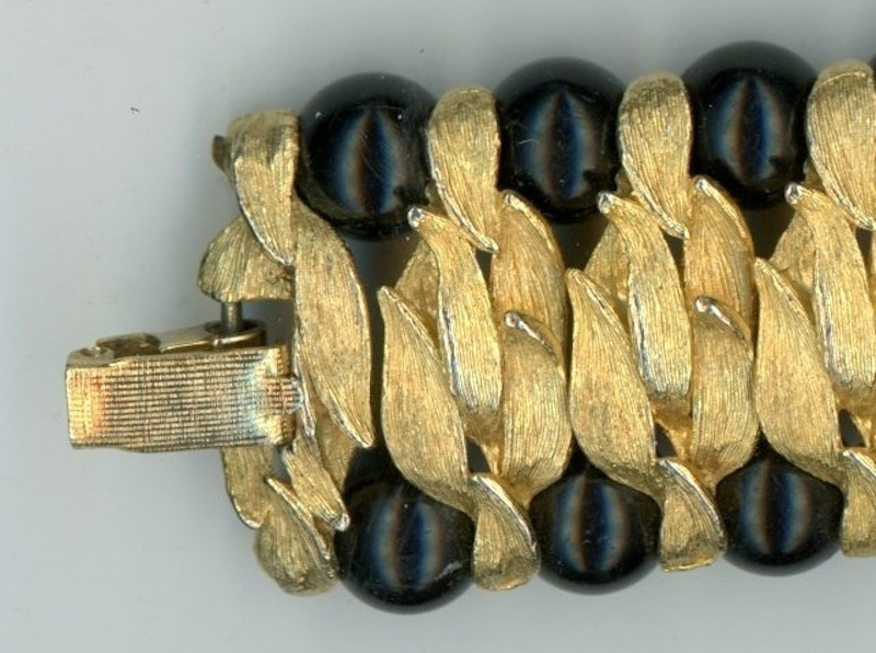 Vintage mod retro ladies bracelet gold leaves black beads links
