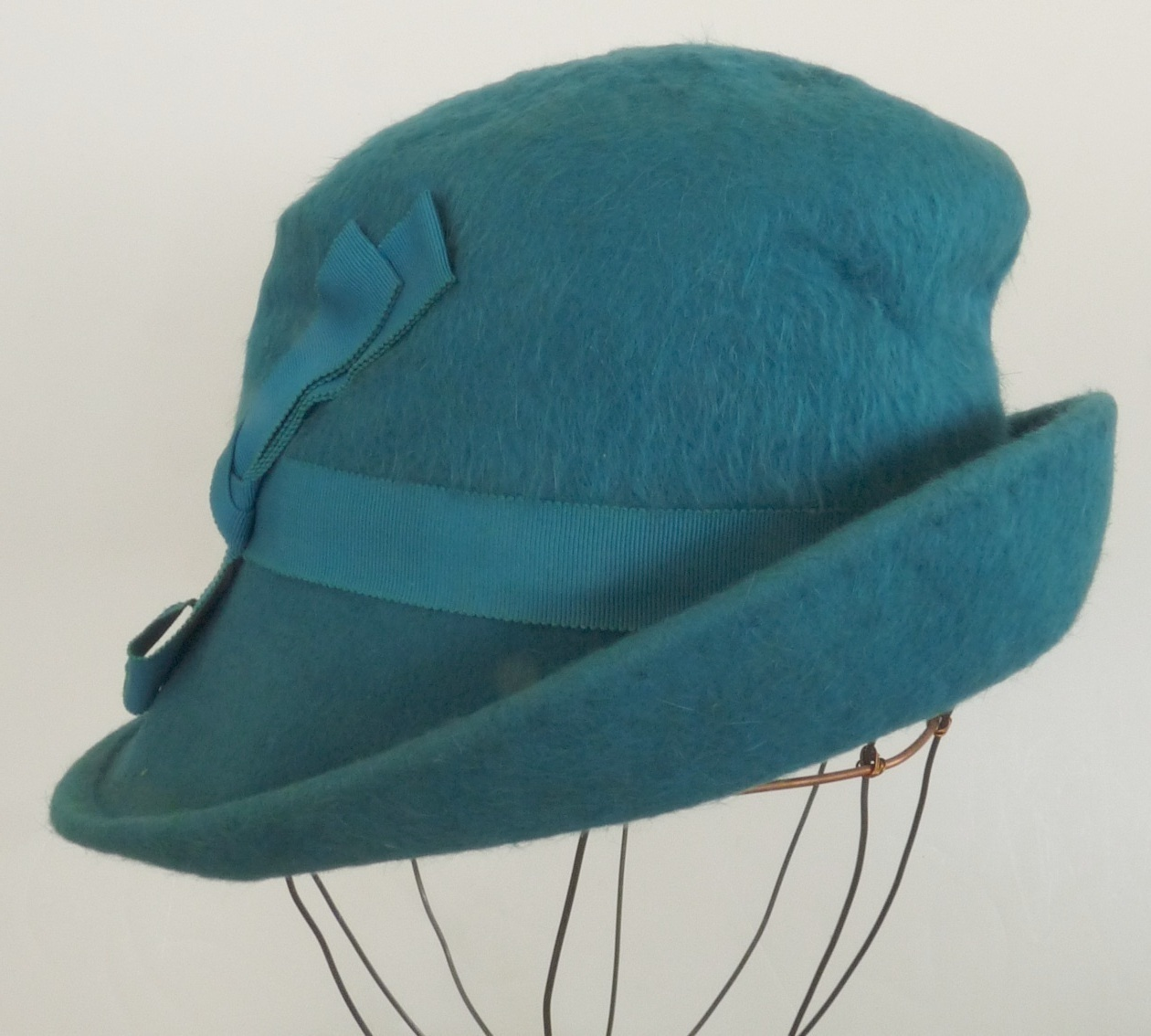 vintage ladies turquoise hat felted wool mohair mod 1970's