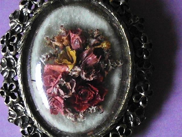 Vintage dried flower cameo brooch