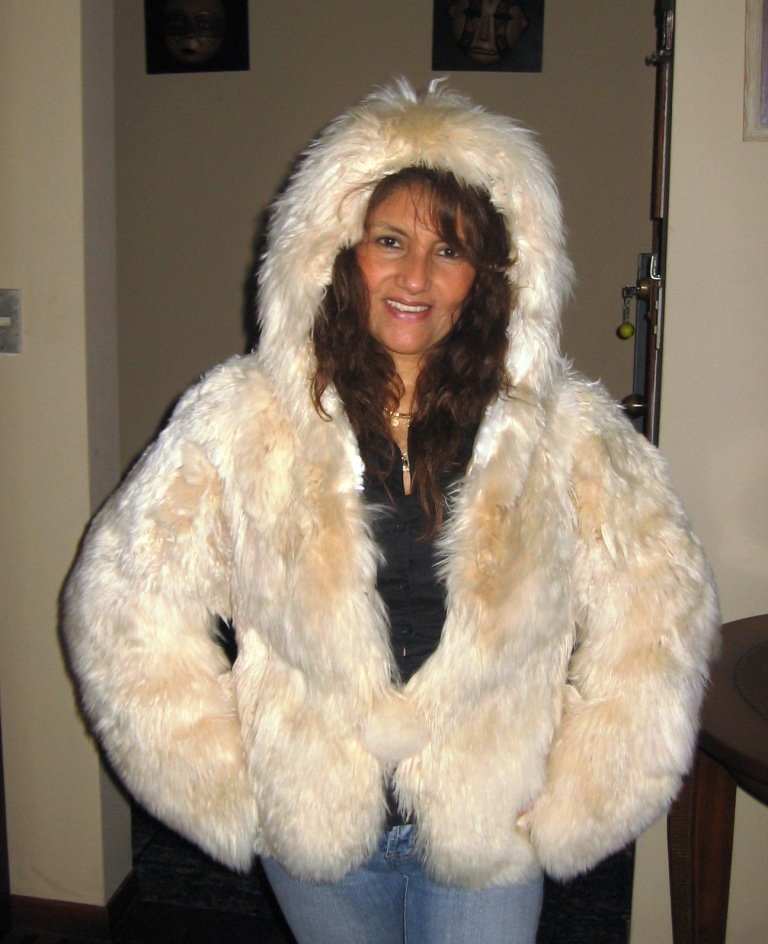 Spectacular hooded pelt jacket made of soft Surialpaca pelt