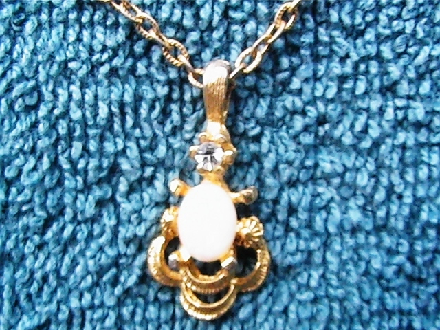"""Vintage 16"""" necklace with pendant"""