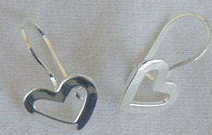 Mini open hearts earrings