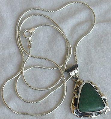 Green pendant HM9