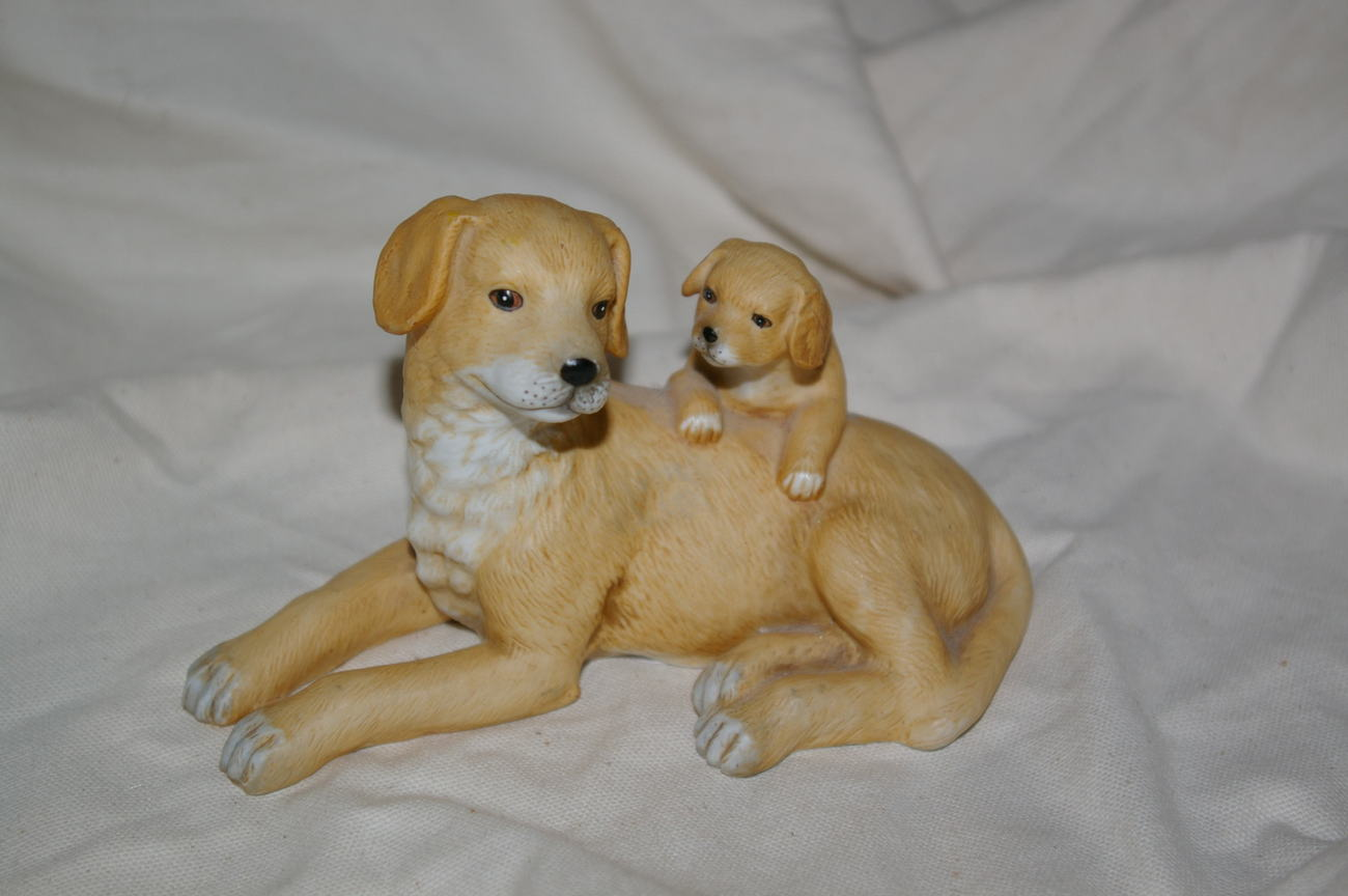 Homco Yellow Lab Mother & Pup 1471 Home Interiors
