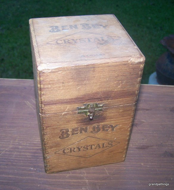 VINTAGE BEN BEY WOODEN CIGAR BOX HOLD - 25 CIGARS (CRYSTALS)