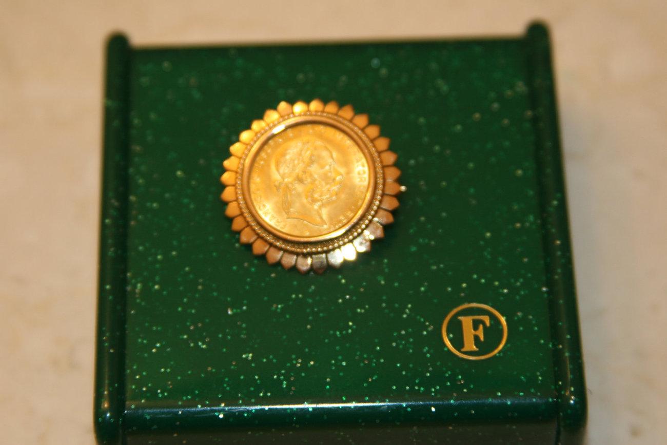 Austrian 4 Florins 10 Francs Gold Coin set in handcrafted 18K Solid Gold Brooch image 2
