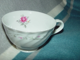 VINTAGE FINE CHINA ROYAL SWIRL TEA CUP - $12.00