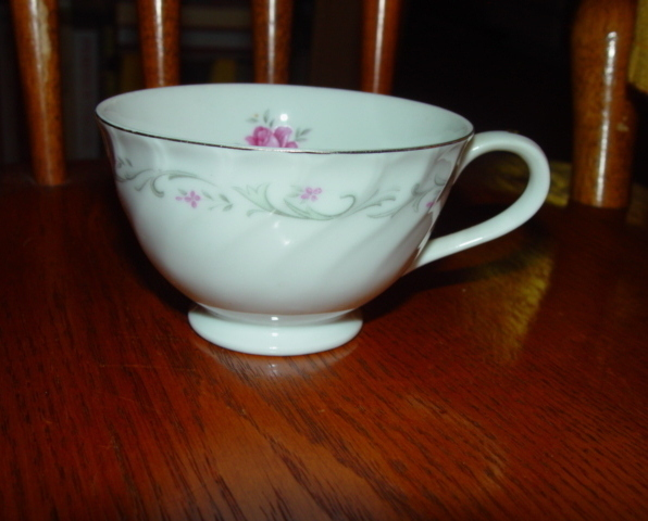 VINTAGE FINE CHINA ROYAL SWIRL TEA CUP