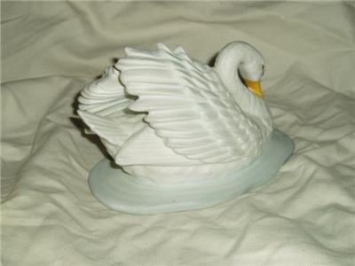 Homco Swan & Cygnets Figurine 1427 Home Interiors RARE