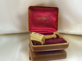 Vintage Sterilized Gold Plate Gillette Aristocrat 1940's TTO Safety Razo... - $112.00