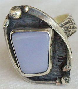 Quartz stone ring