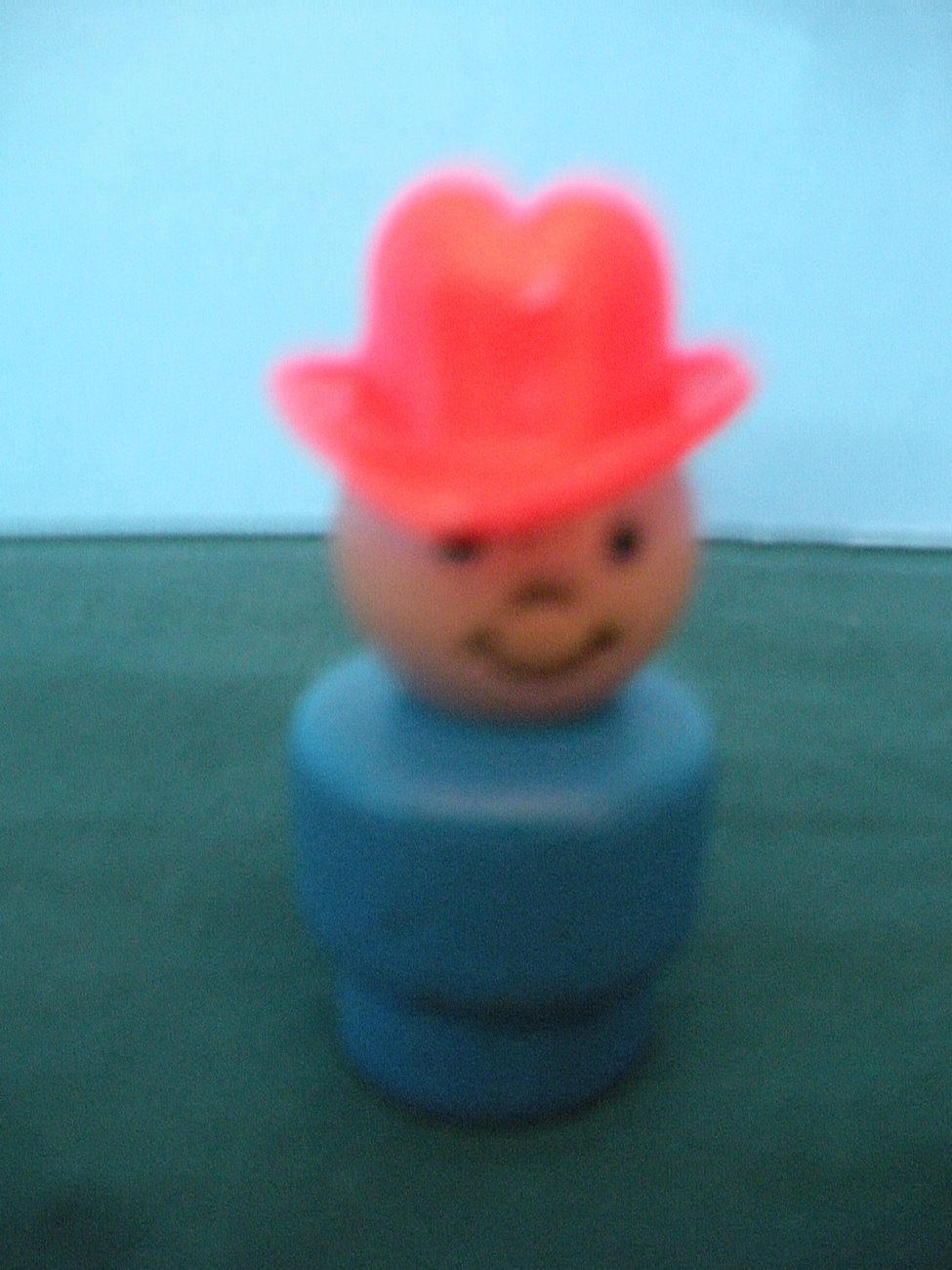 VINTAGE FISHER PRICE LITTLE PEOPLE BLUE FARMER BOY W/RED HAT