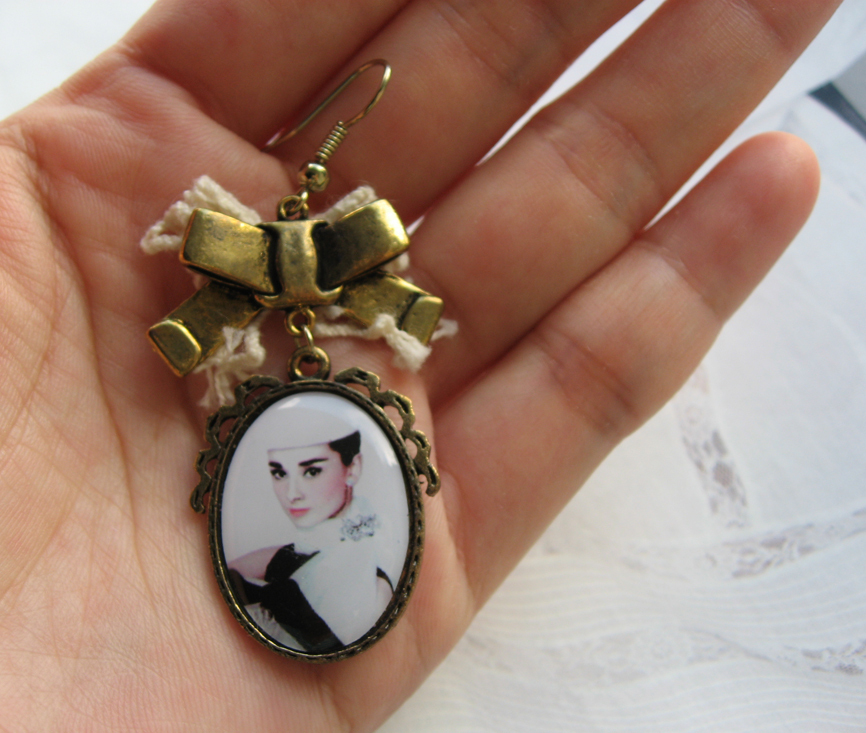 Forever Classy Lady. Audrey Hepburn Dangling Ribbon Earrings