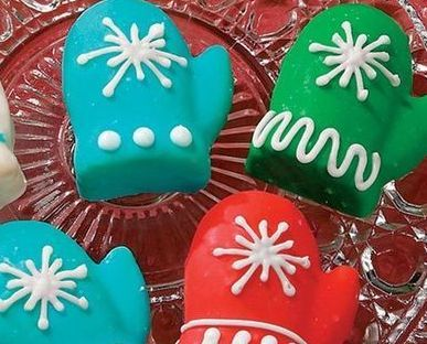 3 Mitten Shaped Muffin Cupcake Christmas Pan Set