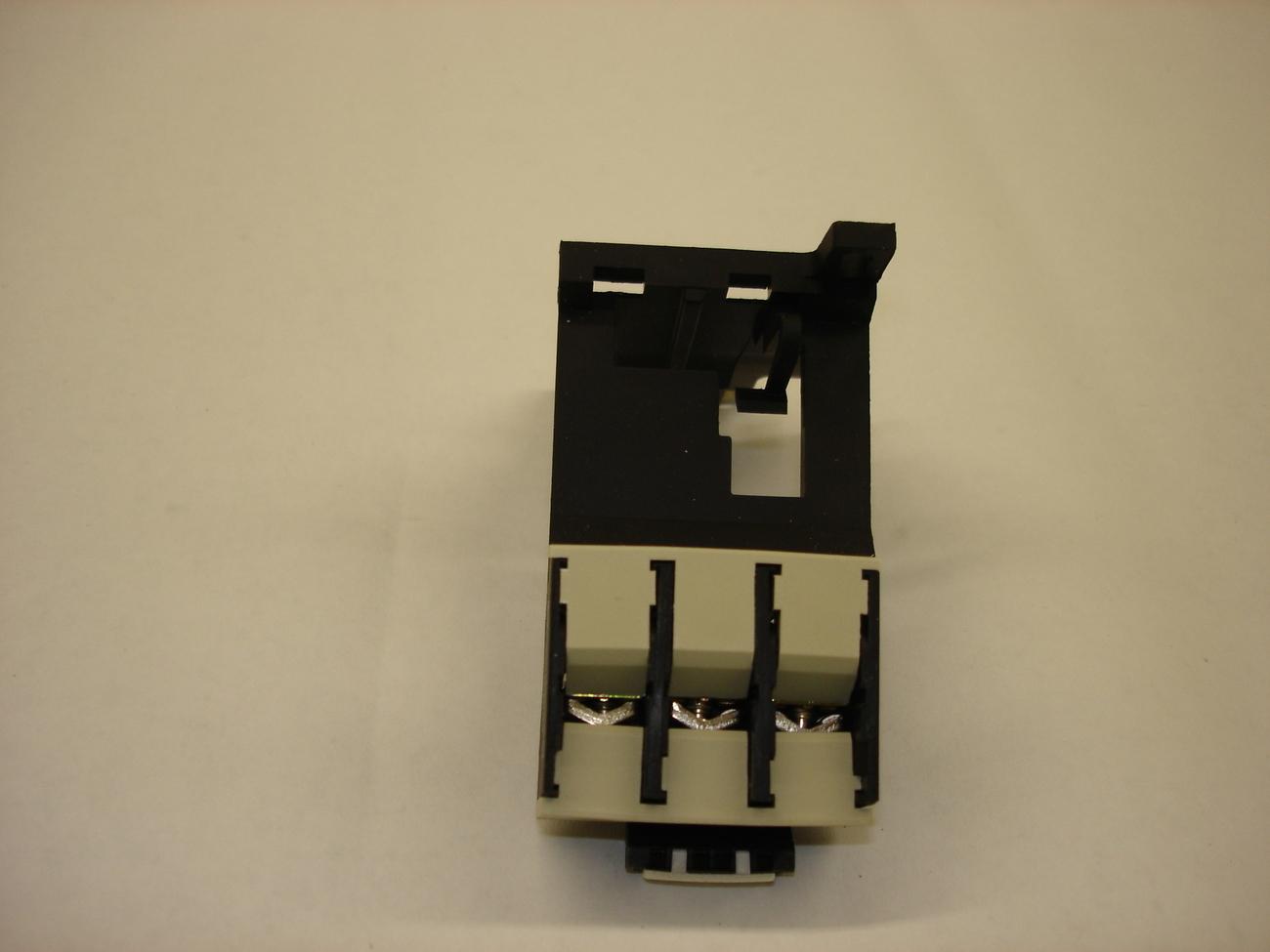 Telemecanique Overload Relay LR1 Adaptators LA7 D1064