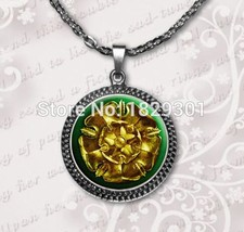 2017 New Game Of Thrones Pendant House Tyrell Jewelry Golden Rose On A G... - $7.94