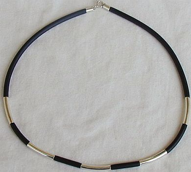 Black caucciu necklace