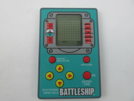 Battleship Electronic Handheld Game 41335 Credit Card Edition Hasbro (1999) - $7.30