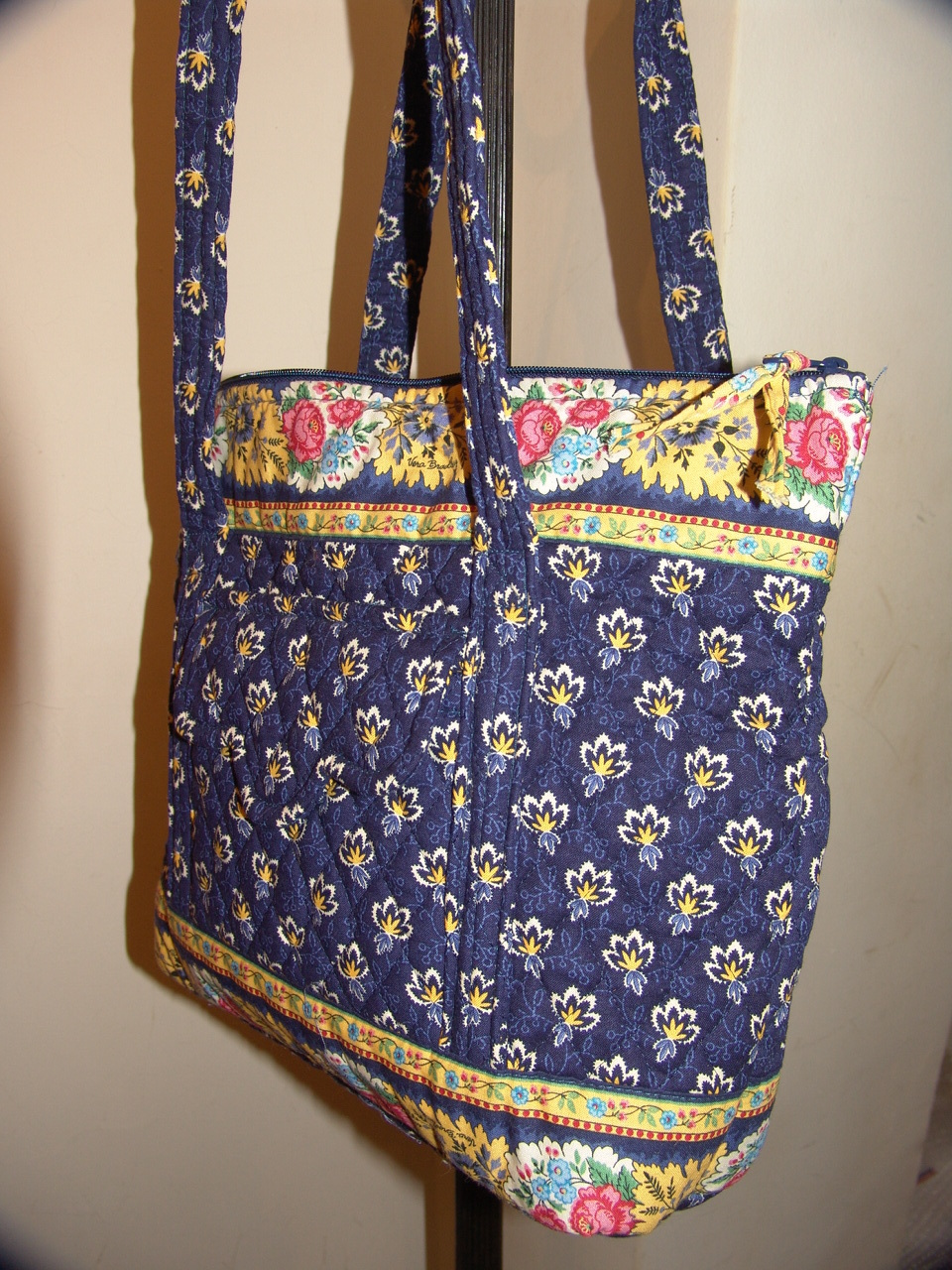 "NWOT VERA BRADLEY VILLAGER MAISON BLUE TOTE-12"" Tall-15"" Wide"