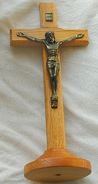 Oak wood cross with christ metal 2
