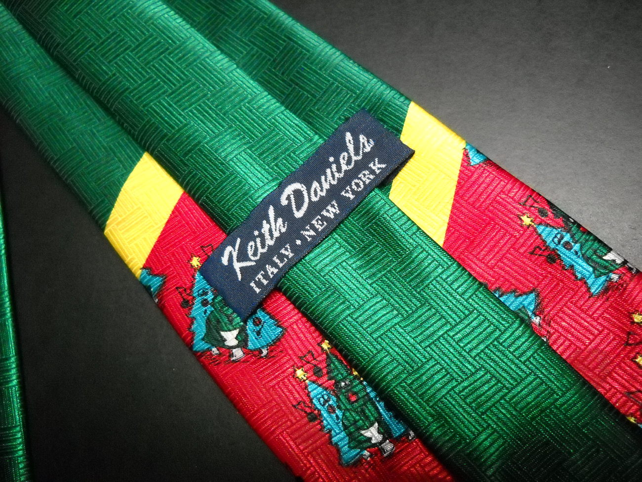 Keith Daniels Neck Tie Singing Oh Christmas Trees On Bright Red Green and Gold