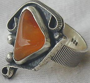 Amber ring SR43