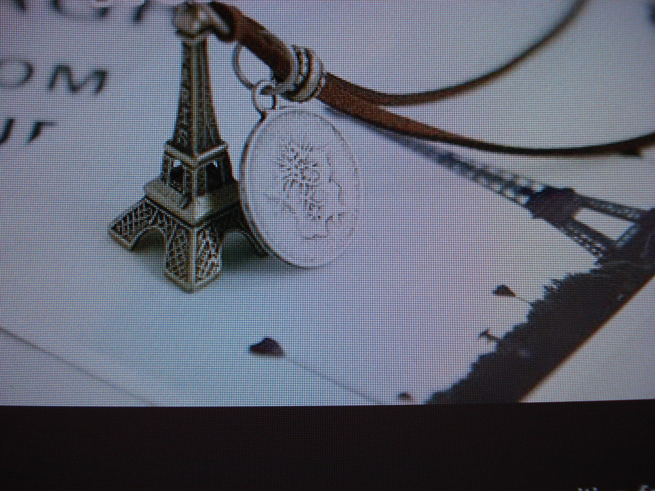 1eiffel tower necklace