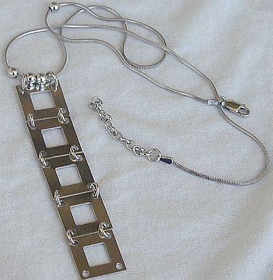 5 windows necklace