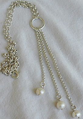 3white pearls necklace. 3