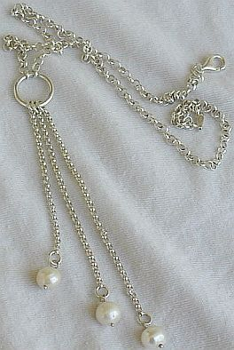3white pearls necklace.