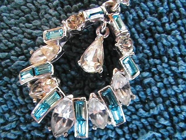 "Vintage 15"" tear drop shape pendant with barrel necklace"