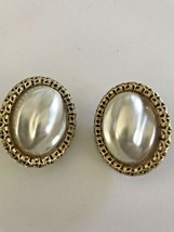 "Vintage 1960 Sarah Coventry ""Chain O'Fashion"" Baroque Oval Pearl Earring... - $18.99"