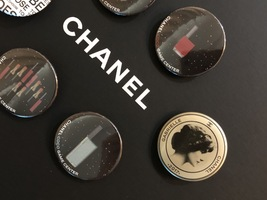 LIMITED EDITION AUTHENTIC CHANEL VIP COCO GAME CENTER BROOCH PIN SET RARE  image 3