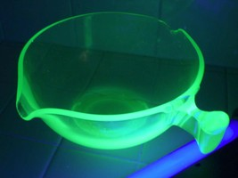 "10"" Large Antique Green Vaseline Depression Glass Mixing Bowl 2 Spouts, ... - $41.80"