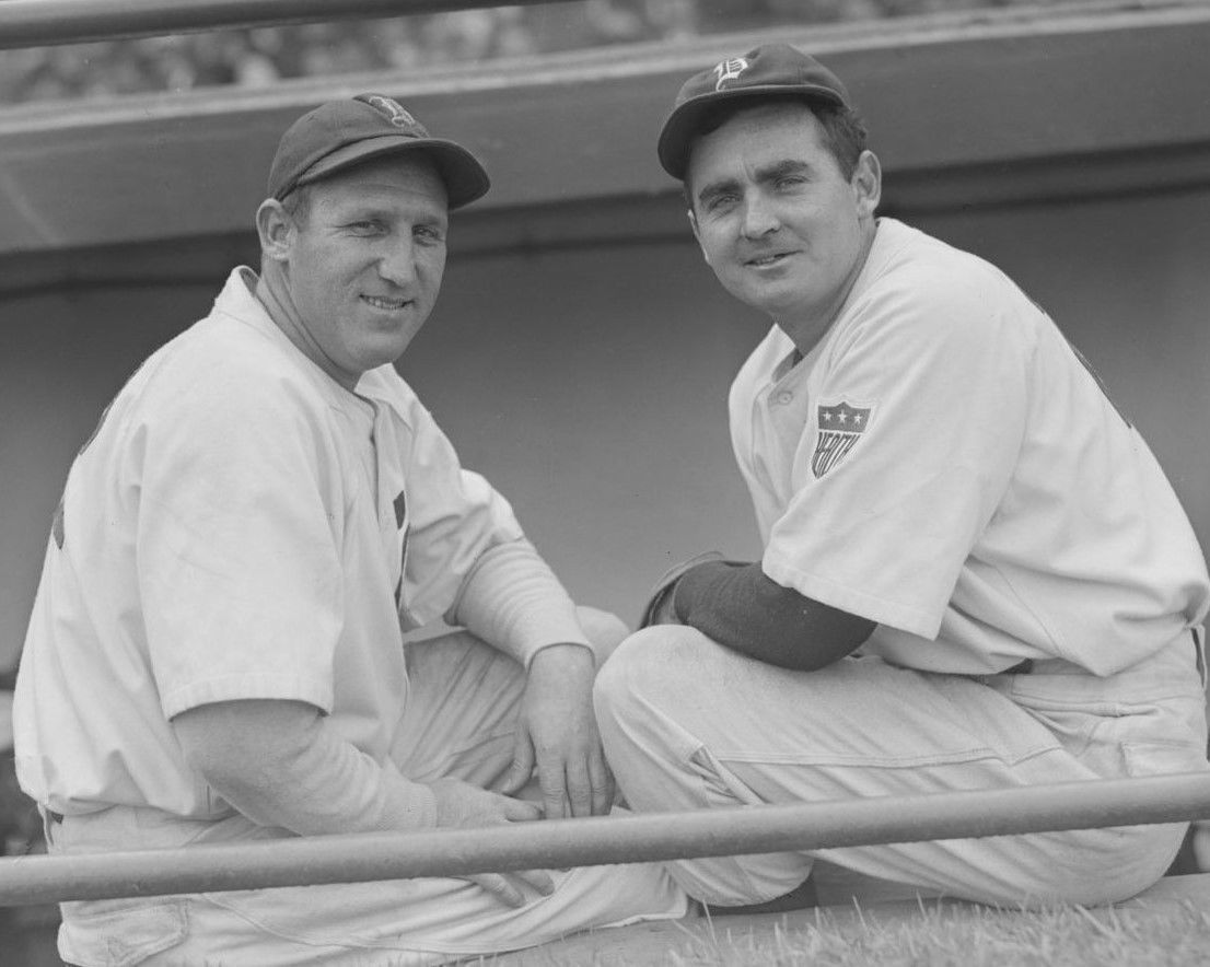JIM TOBIN & TOM EARLY 8X10 PHOTO BOSTON BRAVES BASEBALL PICTURE MLB