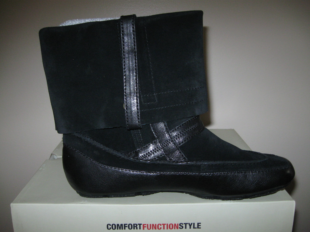 WOMAN BASS BOOTS SIZE 9M and 10M