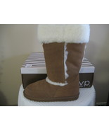 WOMAN RSVP BOOTS SIZE 9M and 10M - $19.00