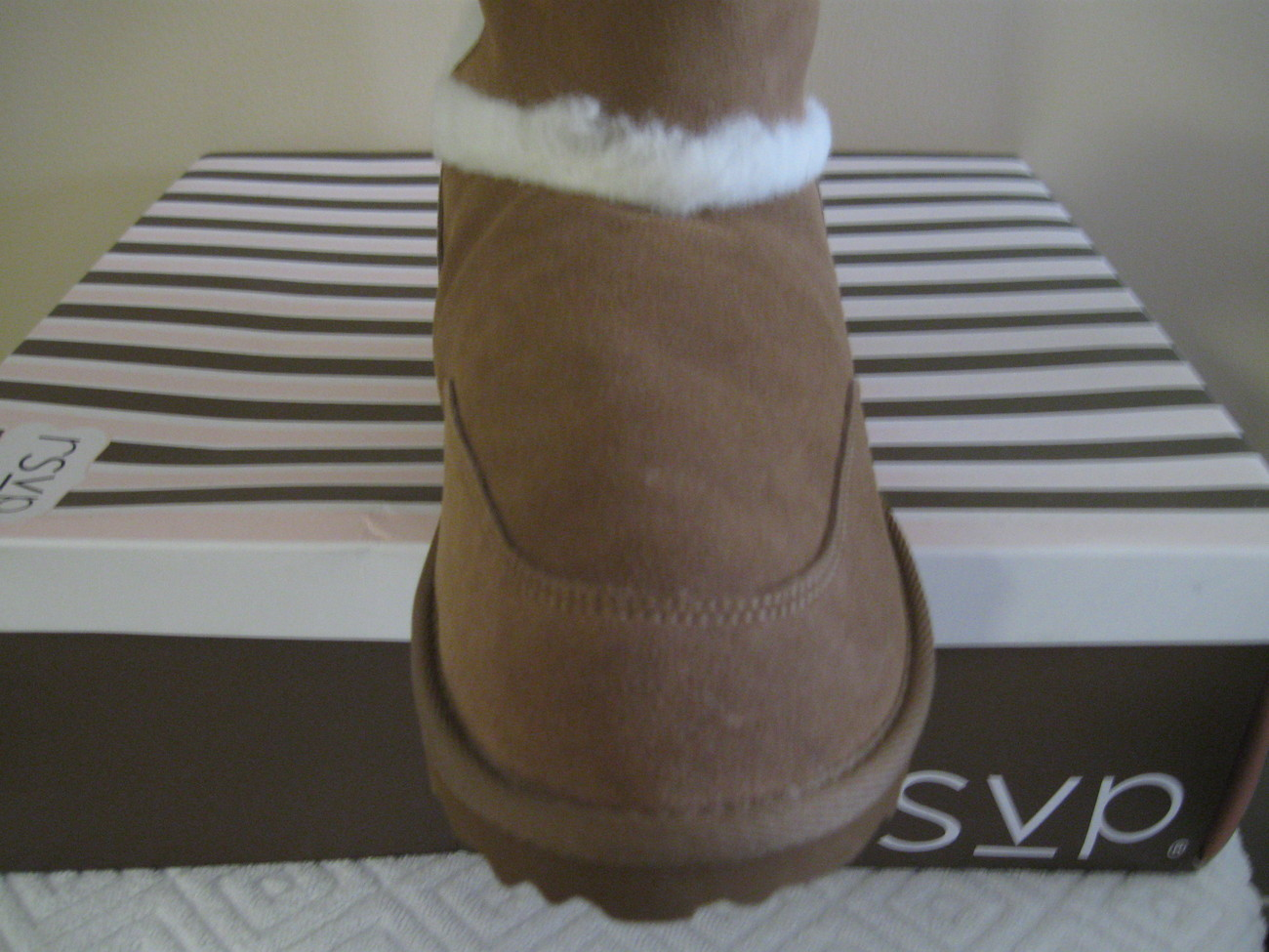 WOMAN RSVP BOOTS SIZE 9M and 10M