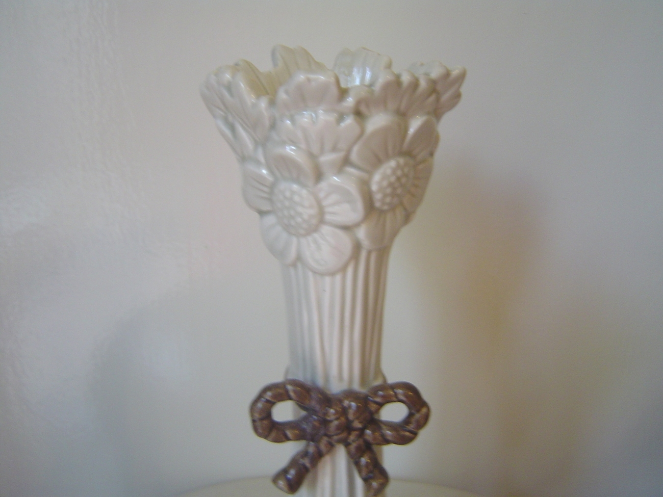 Fitz and Floyd Candlestick White Daisy Bouquet Bow 9 Inch