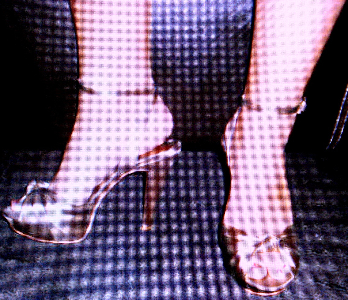 NEW GORGEOUS CHINESE LAUNDRY $99.00 HEELS TAUPE SATIN RHINESTONE BUCKLE