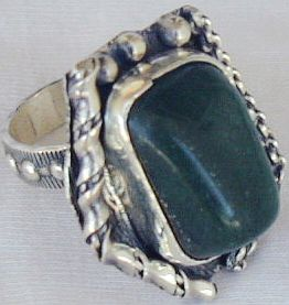 Green ring-hand made SR52