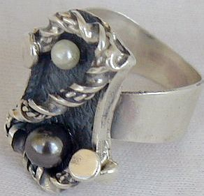black and white pearls ring SR42