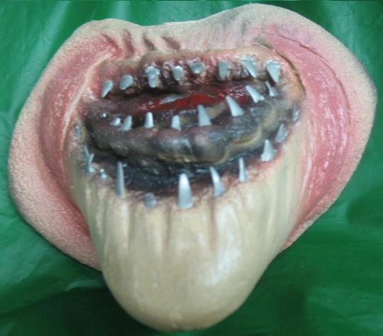 MEAN LOOKING SHARK FACE WITH TEETH LATEX PROFESSIONAL