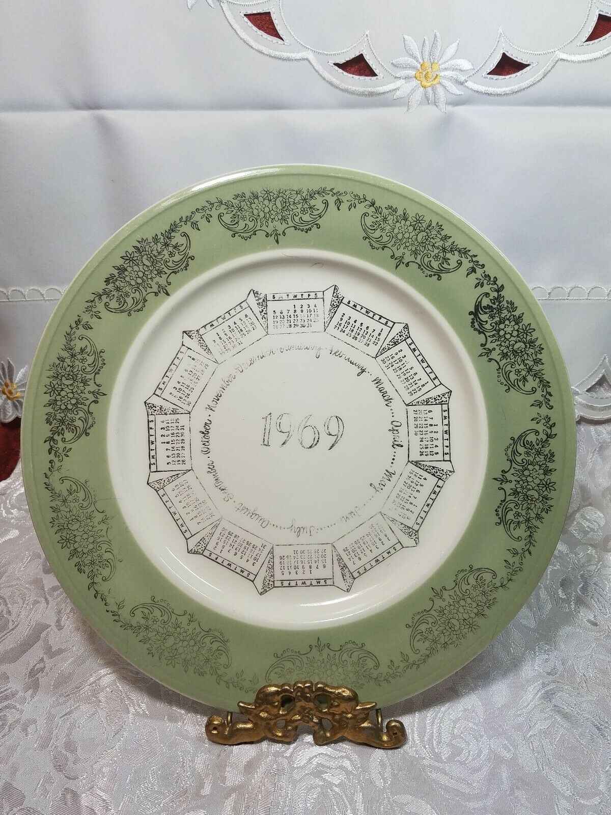 "VINTAGE 10"" PORCELAIN COLLECTOR'S PLATE 1969 CALENDAR GREEN BAND W/ SILVER PRINT"