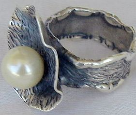 White pearl ring SR92