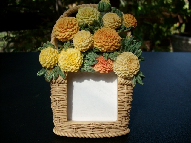 BASKET OF FLOWERS PICTURE FRAME - Very Detailed, Pretty!