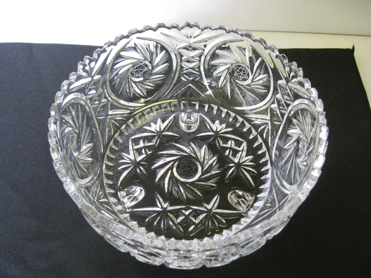 "Elegant Crystal Monica Pinwheel 8 1/2"" Three Footed Serving Bowl"