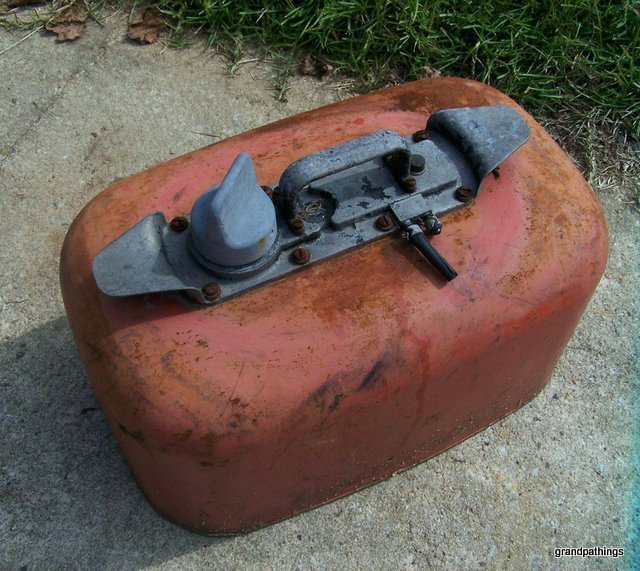 Antique out board gas tank 001