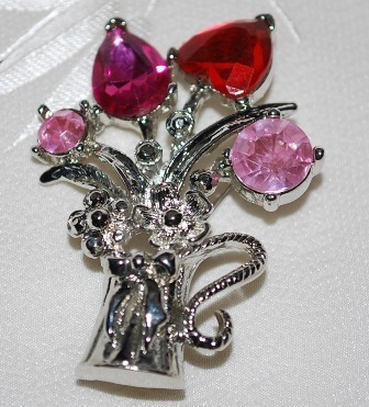 Pink crystal flower bouquet pin