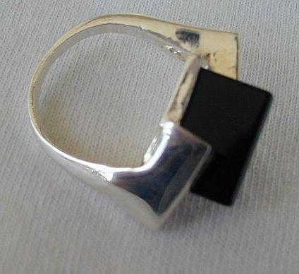 Stylish onyx ring